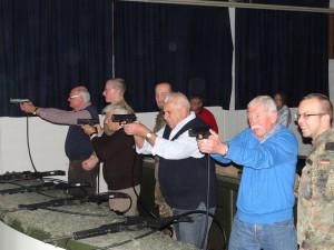 Leimener Scharfschützen im Schießkino