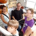 """""""Geigenbauer"""": Kinder erleben traditionellen und erfolgreichen Handwerksberuf"""