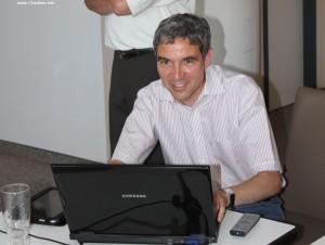 MdB Dr. Stephan Harbarth beim Posten in Facebook