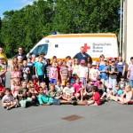 57 Kinder mit dem Ferienprogramm zu Gast bei DLRG und DRK