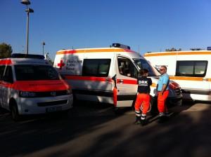 Unsere Helfer neben dem NKTW am Bereitstellungsraum SAP-Arena