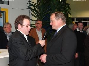 TV Überregional Moderator Daniel Kneis im Gespräch mit Minister Niebel