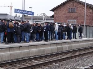 263 - SVS Fans am Bahnhof 1