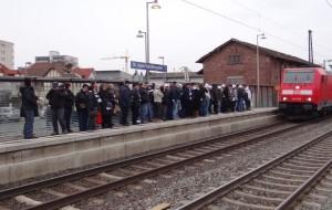 263 - SVS Fans am Bahnhof 2