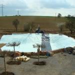 Landgut Lingental: Es geht in Richtung Fertigstellung – Teich mit Folie abgedichtet