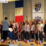 """Partnerschaftstreffen St. Ilgen – Tigy: Französischer Schulchor ganz auf """"ABBA"""""""