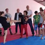 Integration durch Boxen: MdL Rosa Grünstein besucht Bernd Schwabs Box Arena