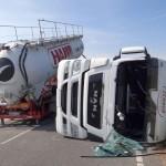 LKW-Unfall B3 Leimen-Nord: Fahrzeug-Aufrichtung erfolgreich abgeschlossen