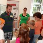 Ferienprogramm Mittelalter: Kinder bastelten Siegel, Wappen und Wachstafeln