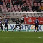 Gerechtes Unentschieden im Tabellenkeller Hübners erstes Saisontor sichert 1:1 gegen Aue