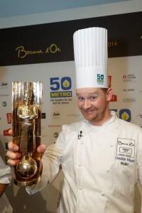4623 - Bocuse d'or - Christian Krüger mit Pokal