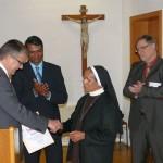 Dank für Schwester Sheela zum Abschied: </br>Die Leimener Stadtmedaille in Gold