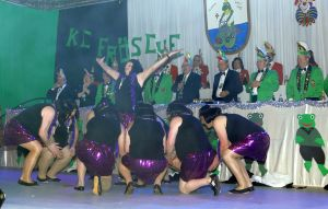 4731 - Prunksitzung KC Froesche 2015 - 26 - Maennerballet 3