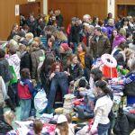 """Kurpfalzhalle wieder Elterntreffpunkt: Flohmarkt """"Schlümpfe"""" zog die Massen an"""