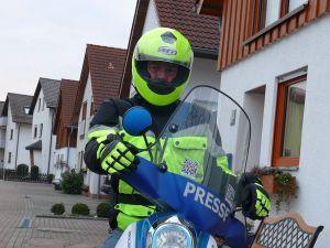4892 - Motorrad Warnkleidung