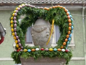 4940 - Baerentorbrunnen Osterschmuck - 1