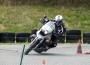 Drücken oder hängen? Kurventechniken beim Motorrad-Slalom in Nussloch