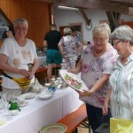 Flohmarkt im Hof der AWO-Leimen: Kunst und Krempel für den kleinen Geldbeutel
