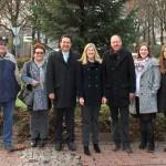 Weihnachtsbaum im Kreisverkehr aufgetellt: Haus + Grund unterstützte mit Spende