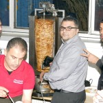 Flüchtlingshallen-Döner 2.0</br> Ratsherr Karaaslan ist auch am Spieß Profi