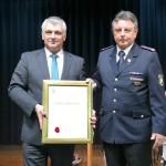 Scheidender Feuerwehr-Kommandant Hans-Jürgen Moser mit Bürgermedaille geehrt