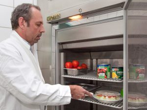 7055 - Lebensmittelkontrolleur_Rudi_Wolf