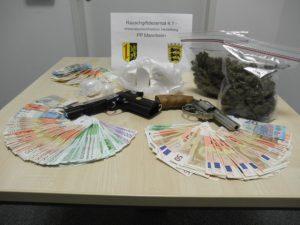 Drogen, Waffen und Bargeld