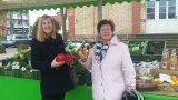 Zufriedene Kunden: Hofladen Freudensprung Gauangelloch erweitert Öffnungszeiten