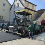 Ende gut: Finale Asphaltierung der Theodor-Heuss-Straße in Dilje läuft
