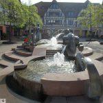 Frühling, Sonne, Wasser marsch! Brunnen auf Georgiplatz fließt wieder