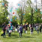 Leimen bewegt sich, unterwegs für den Frieden: Baum im Menzerpark gepflanzt