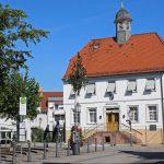 Ensemble Heimatmuseum / Synagoge umfassend saniert und von Lavendel umrahmt