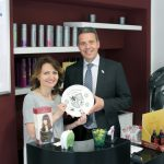 Salon Victoria Leimen: Oberbürgermeister Reinwald überreichte Wappenteller