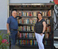 Öffentliches Bücherregal auf dem Nußlocher Lindenplatz