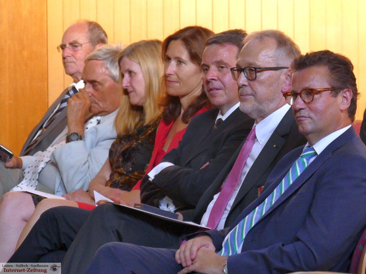 Städtischer Festakt Zur Verleihung Des Bundesverdienstkreuzes An