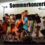 80 aktive Musiker aller Altersstufen beim FEG-Sommerkonzert auf der Bühne
