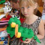 Bastelstunde bei der AWo: Mit Fantasie und Geschick vom Eierkarton zum Drachen