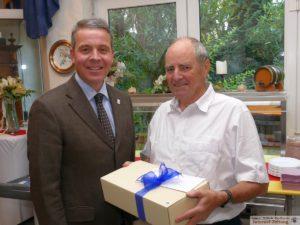 Oberbürgermeister Hans Reinwald gratulierte persönlich
