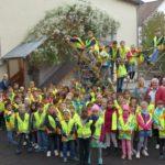 Gut sichtbar im Verkehr: Schulanfänger der Turmschule mit ADAC Sicherheitswesten