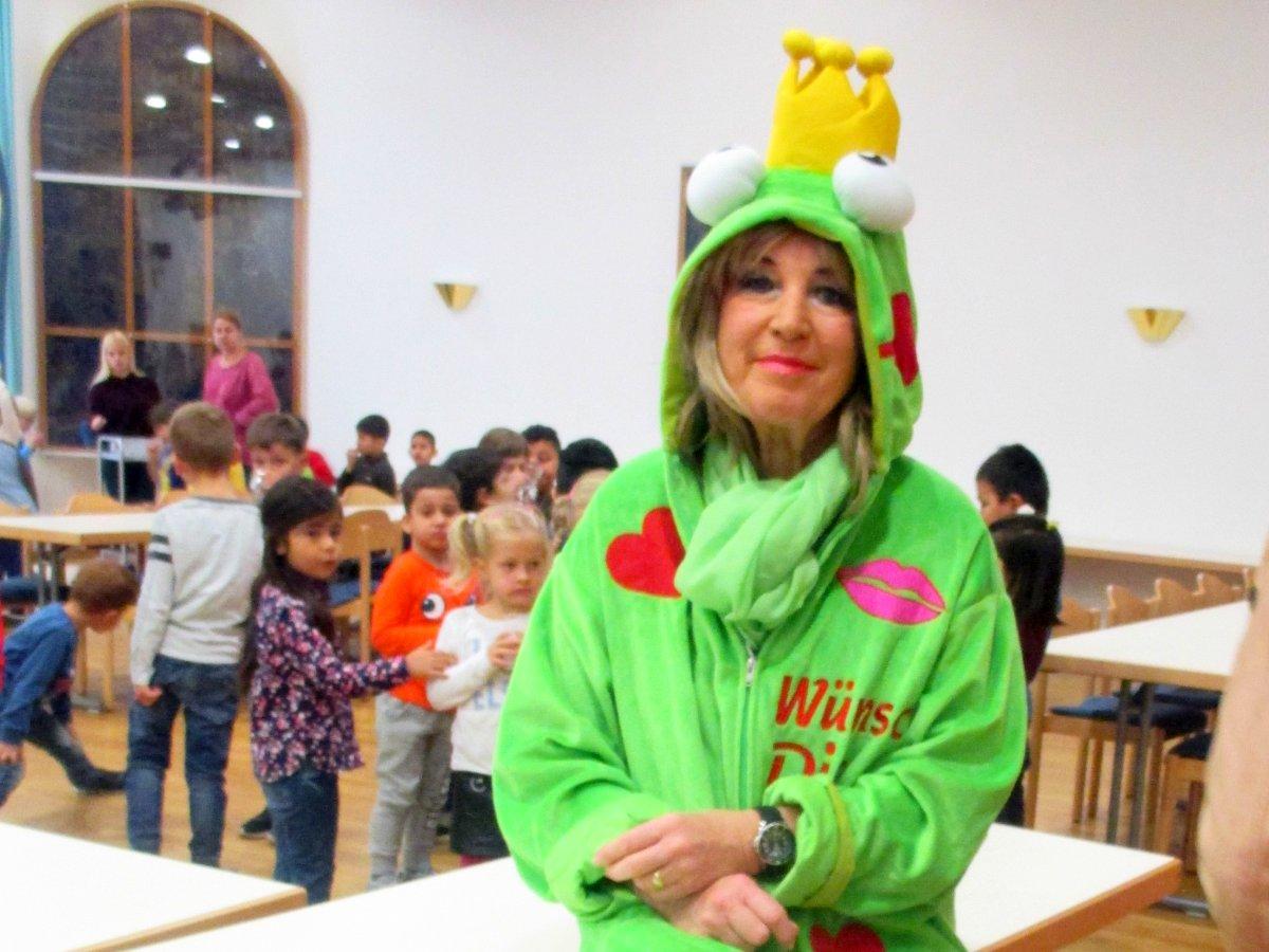 kindergartenkinder spielen theater
