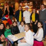 In der Weihnachtsbäckerei bei Edeka Walter konnten Kinder selber Kekse backen