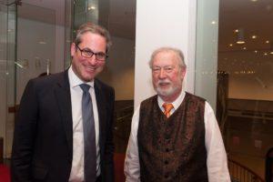 Dieter Degreif (rechts) bei seiner Verabschiedung im Festspielhaus Baden-Baden durch Geschäftsführer Michael Drautz. Foto: Michael Gregonowits