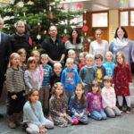 Festtagsstimmung im Sandhäuser Rathaus: Weihnachtsbaum ist geschmückt