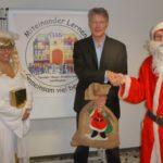 Sandhäuser SPD-Nikolaus spendet für Umgestaltung des Schulhofs