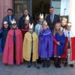 """Sternsinger im Rathaus: """"20+C+M+B+18"""" zum Segen des Historischen Rathauses"""