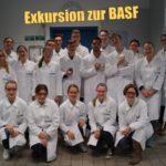 Experimentieren im Oberstufenlabor der BASF