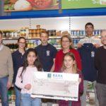 Tafel erhält 800 € Spende von Schülern der Otto-Graf-Realschule und EDEKA-Walter