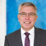 Große Mehrheit für Stefan Dallinger - Kreistag bestätigt Landrat mit 80 Stimmen