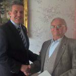Ehrenbürger von Almaskamaras: </br>Leimener Adam Strifler zum 90. Geburtstag