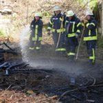 Kleiner Flächenbrand in der Leimener Bergstraße - Mit Bordmitteln gelöscht